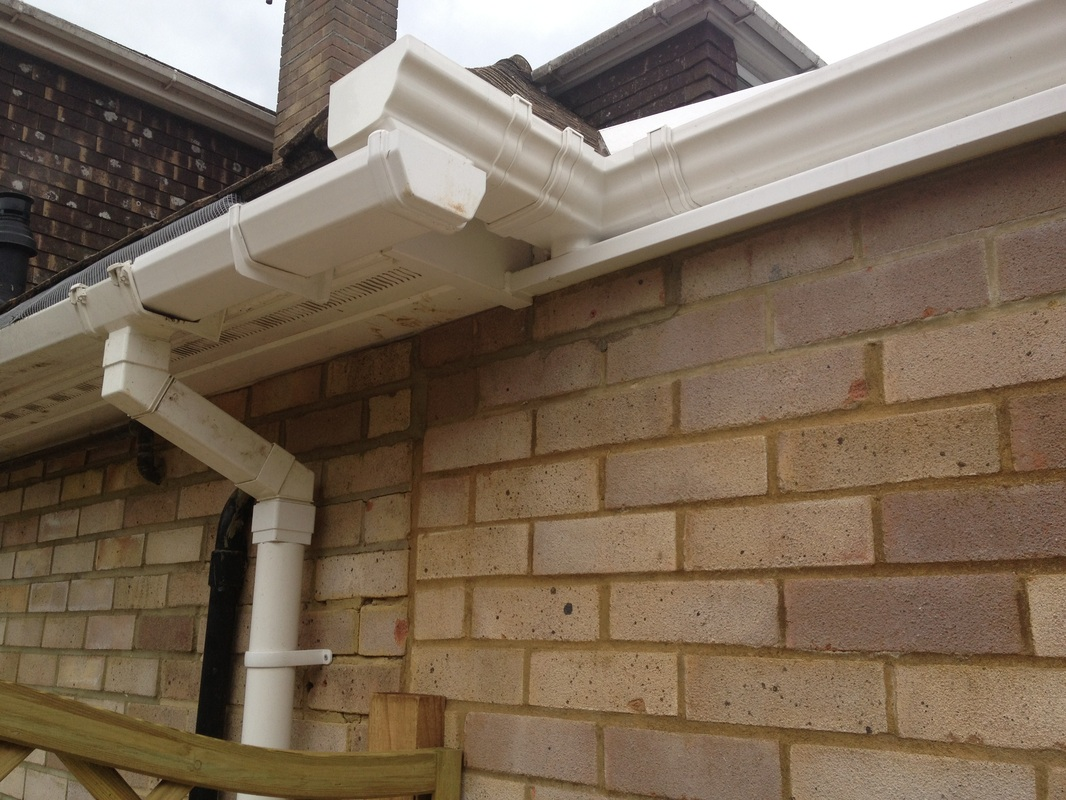AB Conservatories DID NOT do this guttering either.